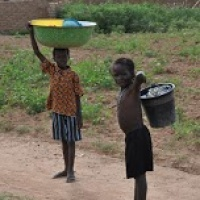 Dzieci muszą chodzić po wodę kilkadziesiąt kilometrów, podobnie jak ich mamy