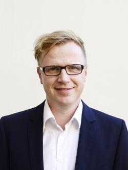 dr hab. Piotr Lorek, prof. EWST